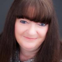 Author Manda Mellett